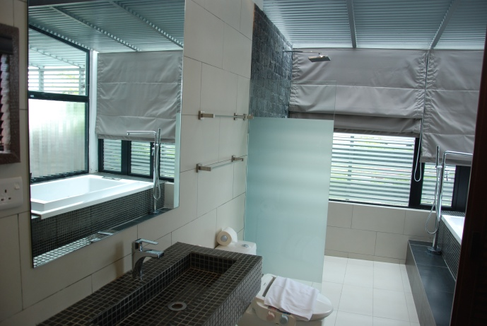 Bathroom-Executive Suite