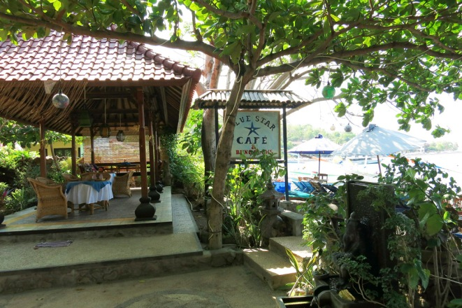 You don't have far to walk for lunch.  Restaurant is strategically located between the water and the bungalow.