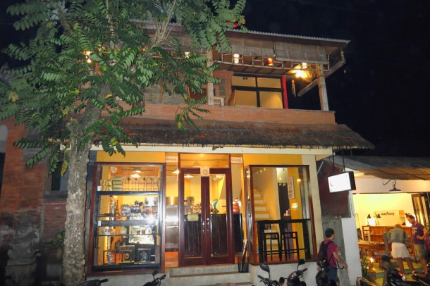 Located on Jalan Hanoman No. 48 in Ubud.  Caramel is an amazing destination for fabulous cakes and macarons.