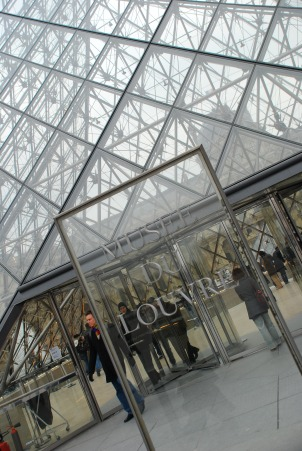 Even the non-art types will surely find something in the Louvre to enjoy.  Worse case there are plenty of cafes nearby.