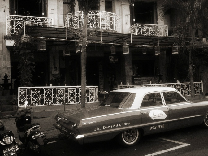 You can't miss the classic look of Café Havana, located on Jl. Dewisita - the signature car parked out front! *excuse the photo - I had to try and give it an old world Cuban look to it...*