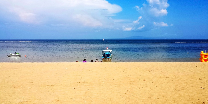 The lovely Sanur Beach.  Feel free to hire yourself a chair and laze here all day.  Plenty of food and drink to keep you company